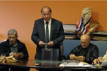 Actualite Actualite Un maire se tue en moto, une arme et 104.000 euros retrouvés sur lui