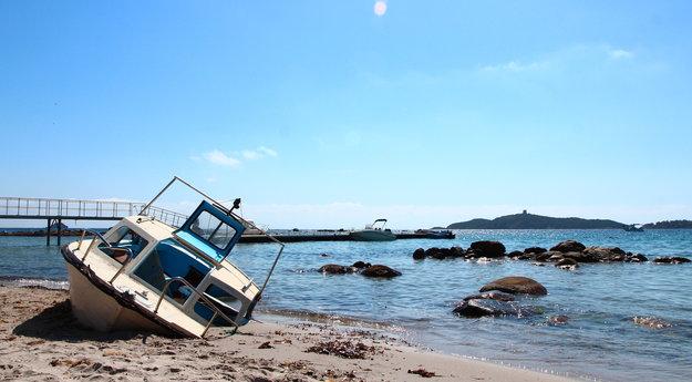 Actualite Actualite Les épaves de bateaux se multiplient sur le littoral