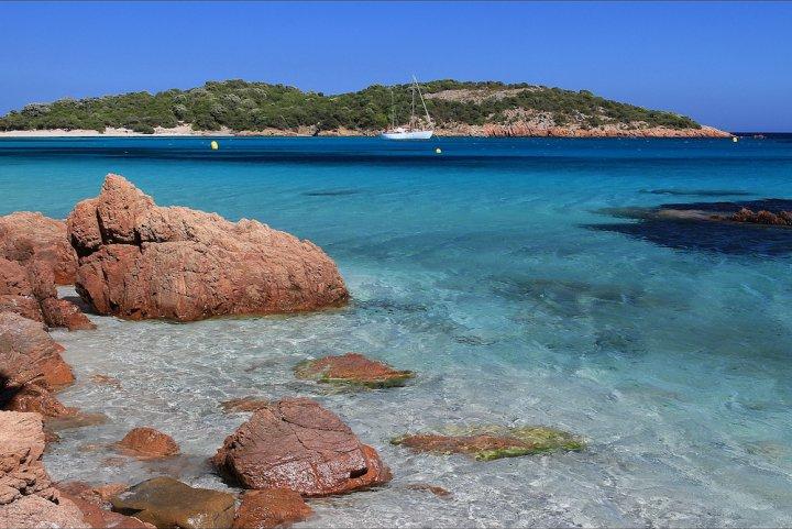 Actualite Actualite En Corse, l'Etat ferme les yeux sur la bétonnisation du littoral